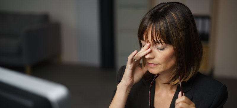 Red, Itchy Eyes? How to Relieve Dry Eye Syndrome 9 Natural Ways